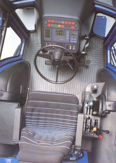 90Ford8830ohjaamo