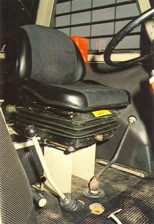 78Zetor8011ohjaamo